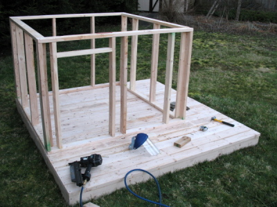 Easy playhouse diy diywoodplans for Simple outdoor playhouse plans